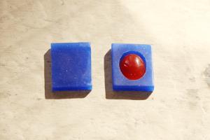 3.微調整 石がすっぽり入るくらいまで整えられたら、同じ大きさのブロックワックスを用意します。