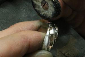 磨きのテクニックを向上すること。 それは作品や商品の魅力を最大限に引き出すこと。
