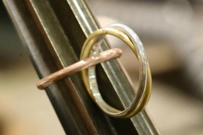 溝のあるタイプの芯金を使用して、それぞれのリングの正円を出していきます