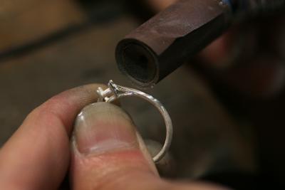 湯口取り・サイズ、真円出し・鋳肌取りで整形していきます