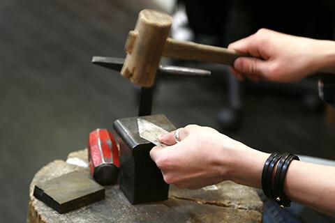 彫金教室・東京で学ぶならココ!都内で人気の彫金体験・ジュエリースクール