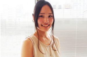 佐藤 エリ 文化女子大学にて服飾を学びながら、独学でアクセサリー製作を始める。