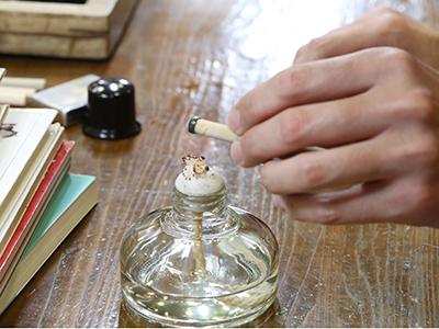石の固定 懐かしのアルコールランプを使って、 石を固定していきます。